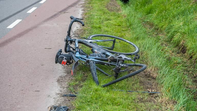 Van een van de geraakte fietsen in Udenhout is weinig over (foto: Jack Brekelmans/SQ Vision).