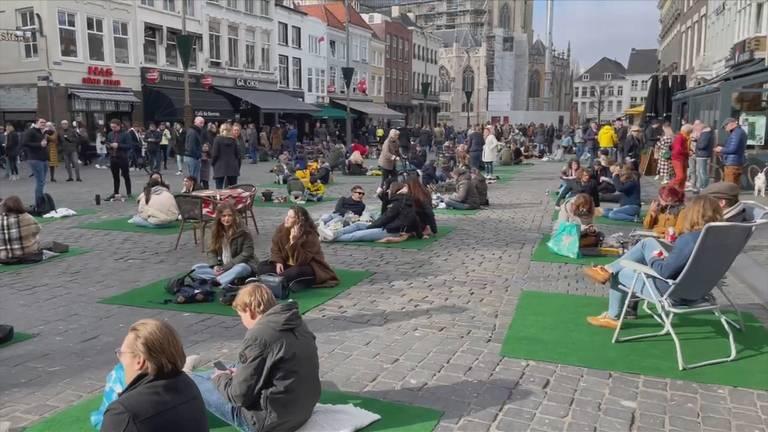 De Bredase binnenstad kende eind februari al een picknickmoment.