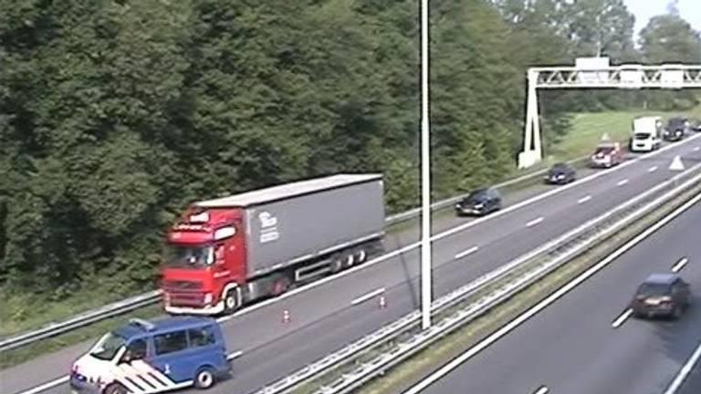 Verkeer over de vluchtstrook door een ongeluk (foto: Rijkswaterstaat).