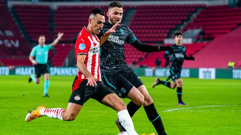 Eran Zahavi maakte één van de twee PSV-goals (foto: Marcel van Dorst).