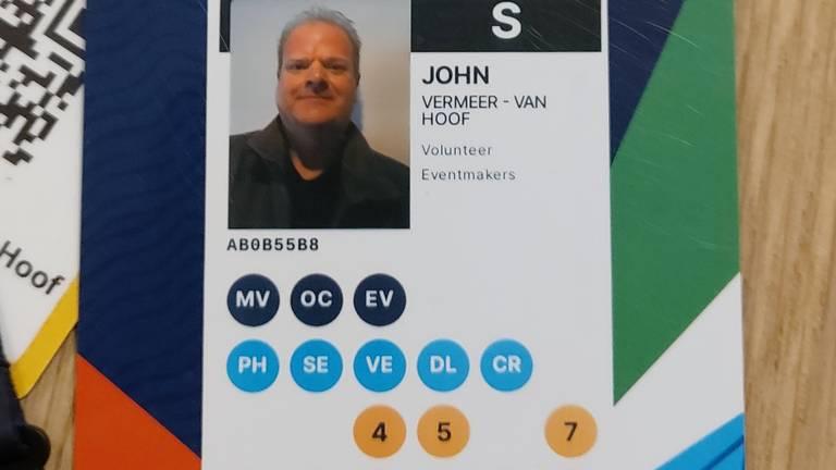 De accreditatiepas heeft John nog wel als aandenken (foto: John Vermeer).