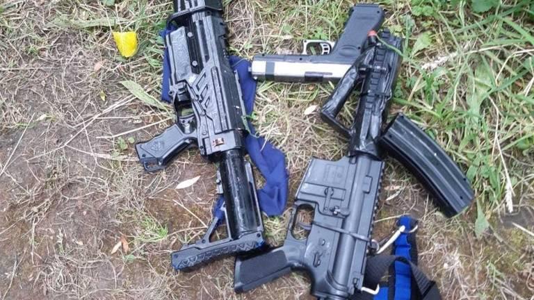 De nepwapens van de jongens (foto: politie.nl).
