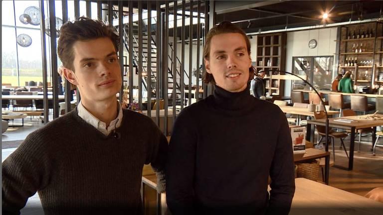 Evert (24) en Teun (31) Antonissen begonnen in 2015 met het maken van tafels (foto archief Teun Antonissen)