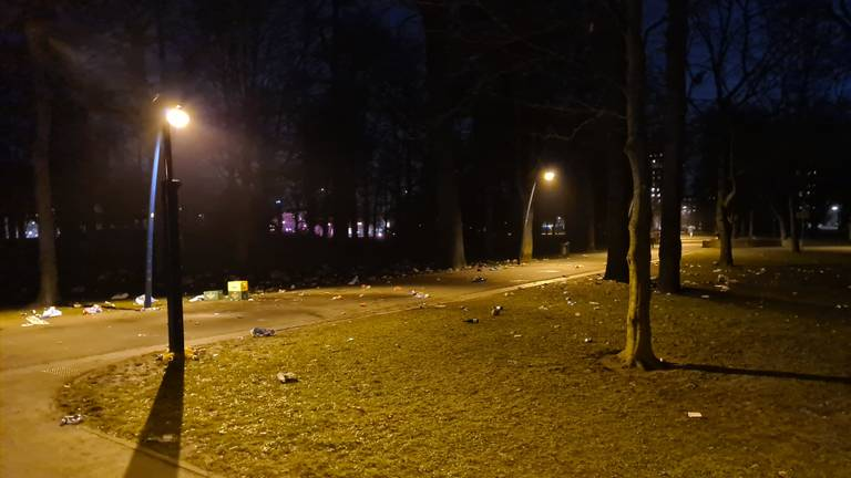 Troep bleef achter toen iedereen vertrokken was (foto: de politie).