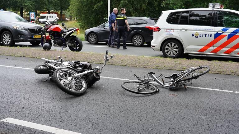 De fietser en de motorrijder kwamen met elkaar in botsing (foto: Jeroen Stuve/SQ Vision).