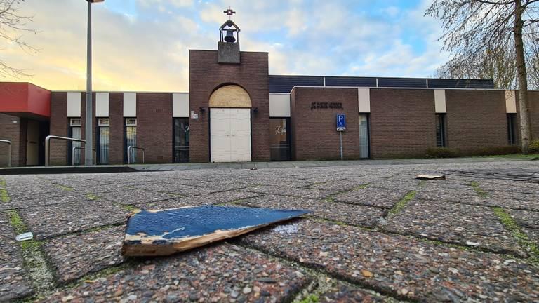 Ook de oude kerk in Roosendaal is beschadigd (foto: Noël van Hooft).
