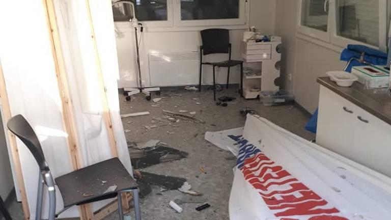 De coronasneltestlocatie in Beek en Donk is verwoest (foto: Facebook politie Gemert).