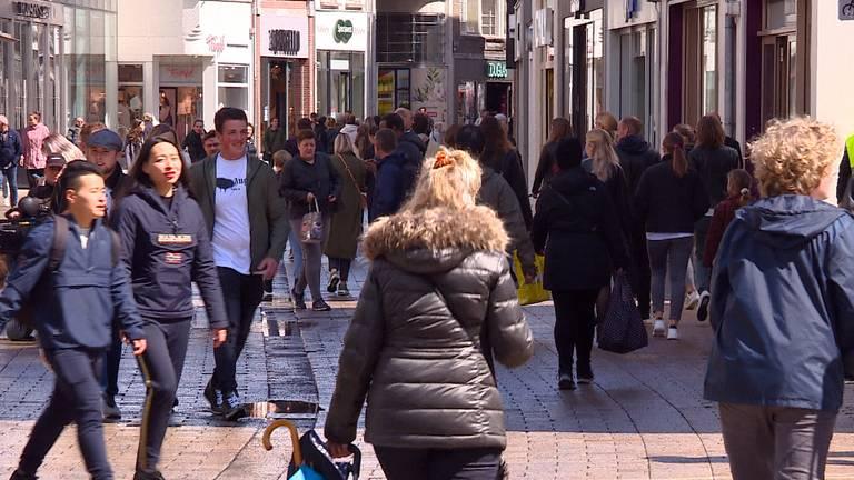 Drukte in centrum Tilburg.