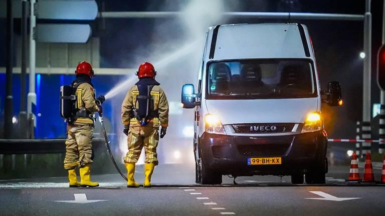 De bestelbus in Eindhoven bleek vol drugsafval te zitten (foto: Sem van Rijssel/SQ Vision).