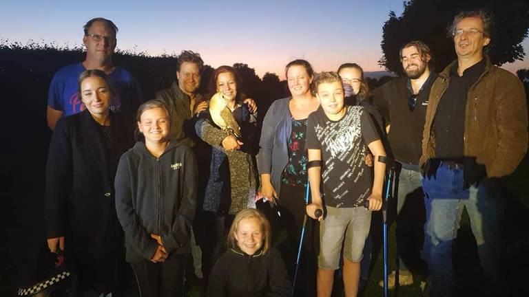 Veel mensen kwamen helpen bij de zoektocht (foto: Sabrina Lensen).