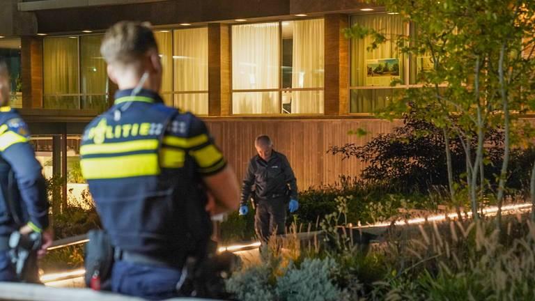 Agenten bij het Stadhuisplein in Eindhoven (foto: Dave Hendriks/SQ Vision).