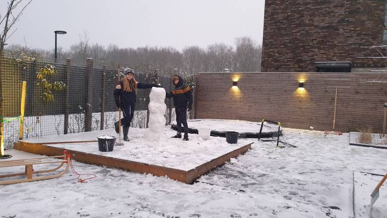In Goirle viel er ook voldoende sneeuw voor een mooie pop (foto: Paul v.d. Hoogen).