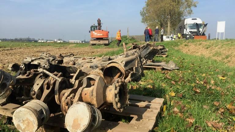Resten van de in 1944 neergestorte bommenwerper bij Werkendam werden in 2014 geborgen.