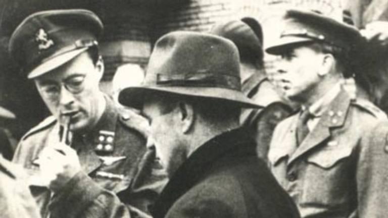 Borghouts (met hoed) en Bernhard.