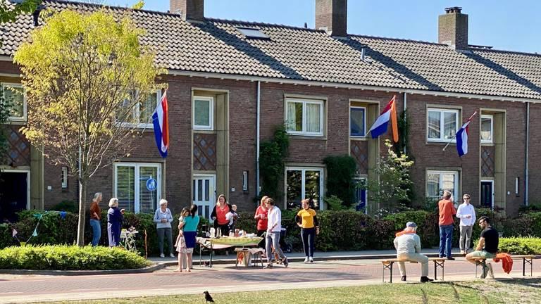 Koningsdag voor de voordeur in Vught (foto: Jan Peels).