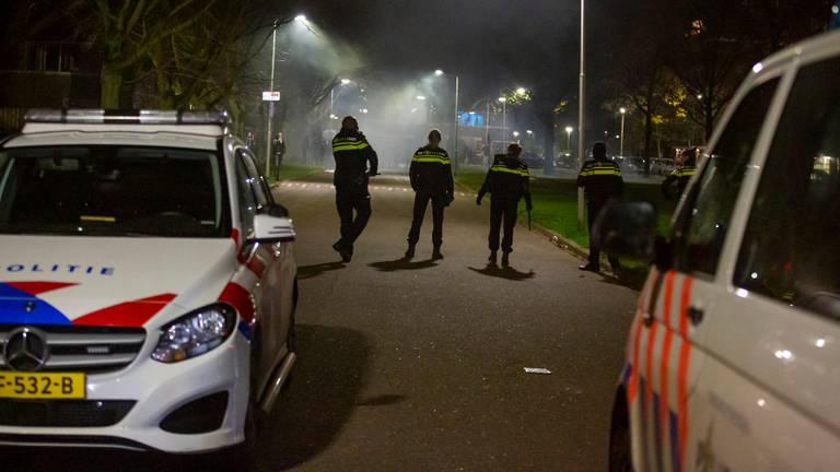 Er was veel politie op de been in de wijk Langdonk in Roosendaal (foto: Christian Traets/SQ Vision).