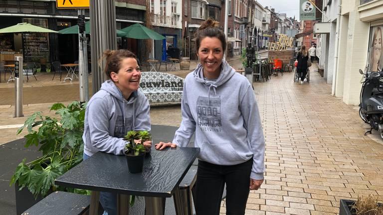Winkeliers in de Tilburgse Nieuwlandstraat zijn blij dat ze weer open kunnen (foto: Tom van den Oetelaar).