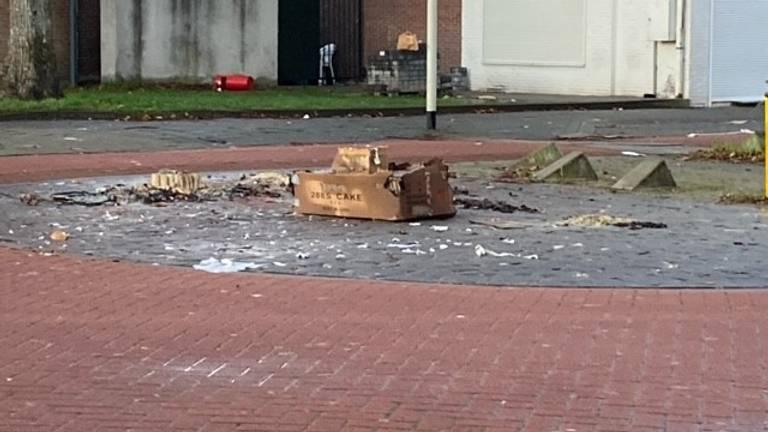 In Roosendaal worden al dagenlang grote dozen vol vuurwerk afgestoken.
