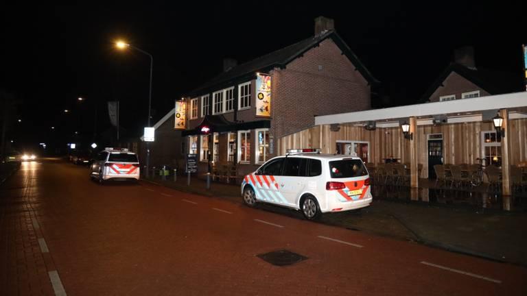 De politie deed onderzoek na de overval. (Foto: Marco van den Broek)