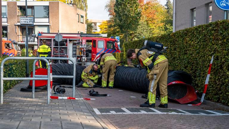 De brandweer was urenlang bezig in Oosterhout (foto: Marcel van Dorst/SQ Vision).