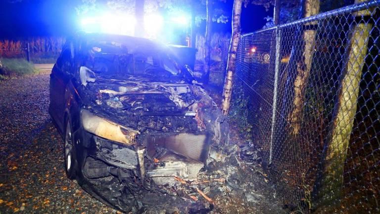 De auto is compleet verwoest (foto: Bart Meesters / SQ Vision).