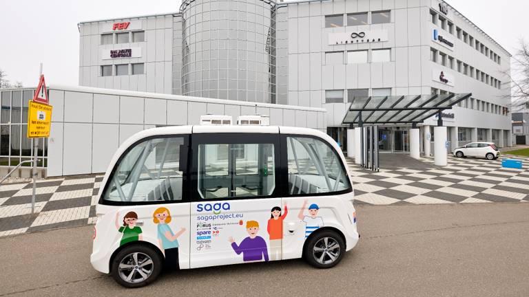 De zelfrijdende minibus in Helmond (foto: Bart van Overbeeke Fotografie).