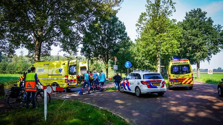 Vanwege het ongeluk in Nuenen werden meerdere ambulances opgeroepen (foto: Sem van Rijssel/SQ Vision).