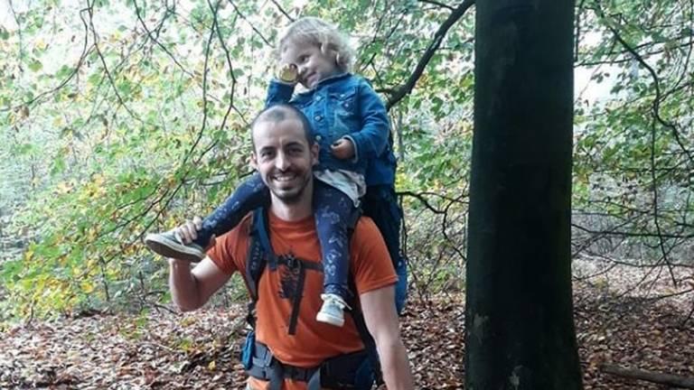 Björn met zijn dochtertje.