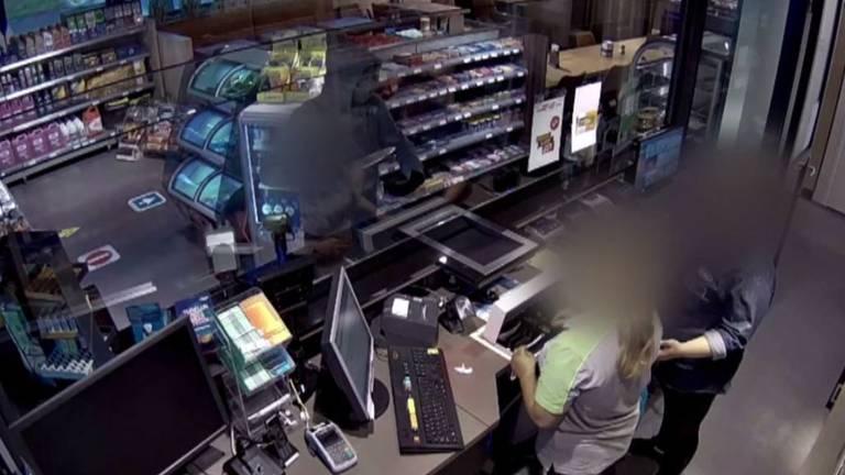 Een man met een mes bedreigde twee medewerksters van tankstation (Foto: Bureau Brabant).