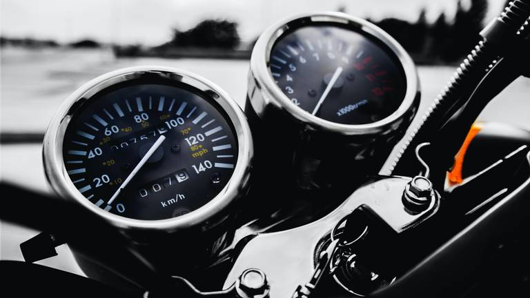 De motorrijder reed 90 kilometer per uur te hard (archieffoto: Pexels).
