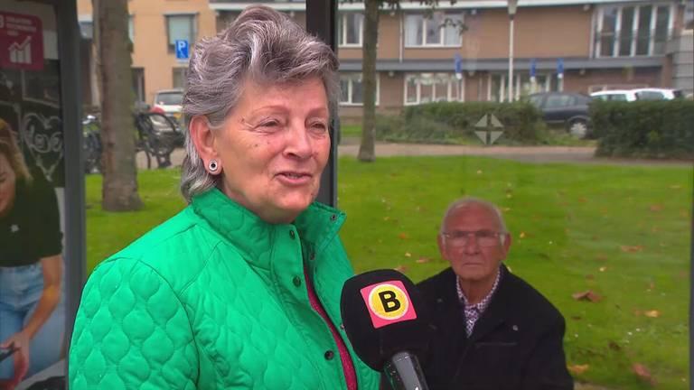 De 'stamgaste' neemt het op voor de eigenaar van het getroffen café (foto: Omroep Brabant).