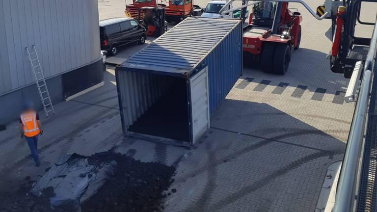 De zeecontainer waar de drugs in zaten (foto: politie)