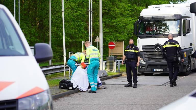 De mannen in de vrachtwagen werden rond kwart over zeven 's ochtends ontdekt (foto: Jeroen Stuve/SQ Vision).