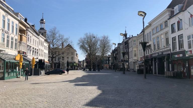 Een lege Grote Markt in Breda (foto: Ronald Strater).