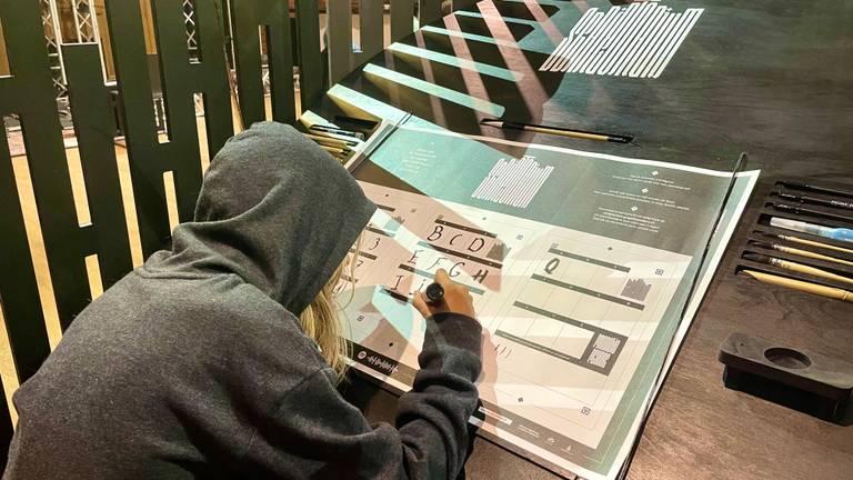 Handschrift wordt verzameld voor een nieuw lettertype (Foto: Raul Kartens).