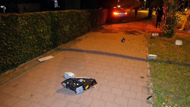 Brokstukken belandden na de crash in Soerendonk tientalen meters verderop (foto: SQ Vision).