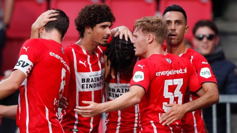 PSV viert de goal van Madueke (foto: ANP).
