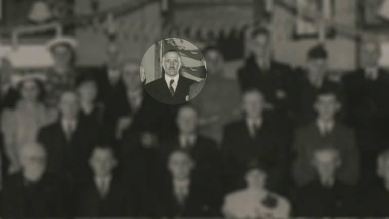 Burgemeester Jac van der Lely op een bijeenkomst in 1942 (foto Salha)
