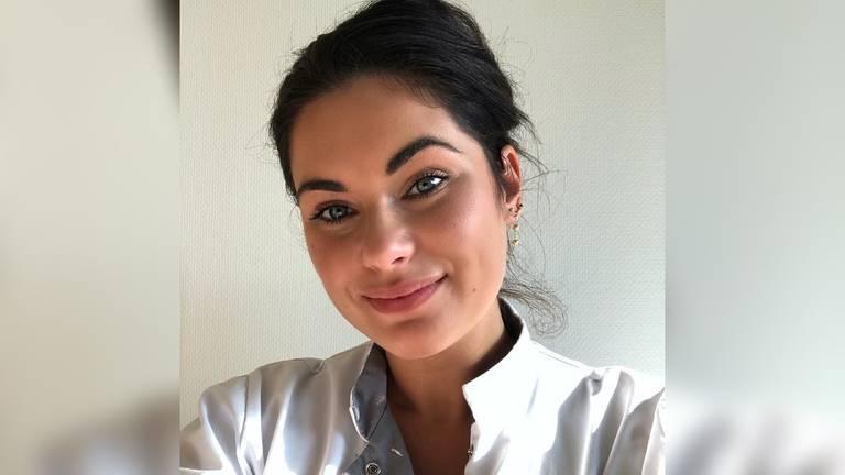 Verpleegkundige Demi van Uden werkt op de corona-afdeling van het Catharina Ziekenhuis (foto: Demi van Uden)