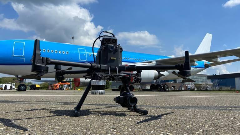 De drone vliegt een vooraf ingesteld patroon