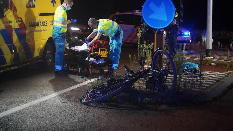 Het slachtoffer van de aanrijding in Dongen is naar een ziekenhuis gebracht (foto: Jeroen Stuve/SQ Vision).