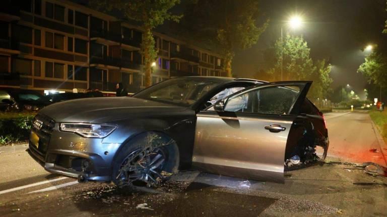 De nieuwwaarde van de gecrashte Audi zou zo'n 162.000 euro zijn (foto: Bart Meesters).