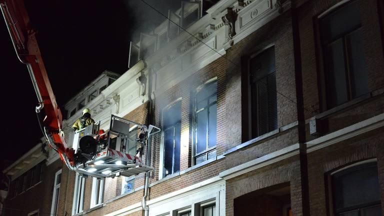 De brandweer moest een hoogwerker inzetten (foto: Perry Roovers/SQ Vision Mediaprodukties).