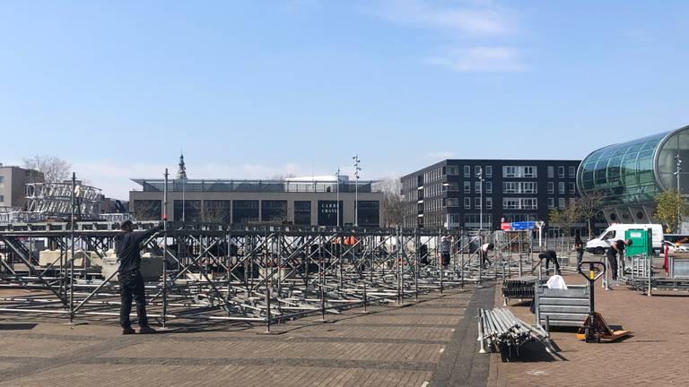 De voorbereidingen voor de 538 Oranjedag in Breda zijn zondag in volle gang (foto: Imke van de Laar).