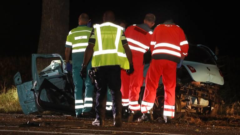 Het ongeluk in Mill gebeurde rond halfeen vrijdagnacht (foto: Marco van den Broek/SQ Vision).