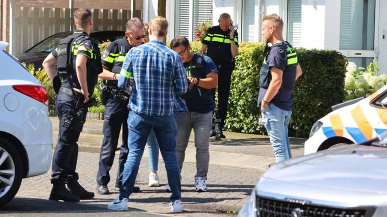 De politie probeert aan de weet te komen wat er in Vught is gebeurd (foto: Bart Meesters/SQ Vision Mediaprodukties).