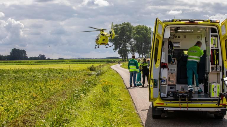 Het slachtoffer wordt naar het Erasmus MC gebracht (foto: Christian Traets/SQ Vision Mediaprodukties).