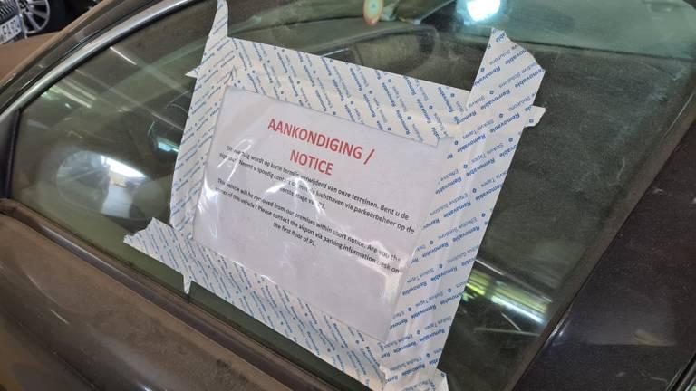 De waarschuwing op de auto (foto: Noël van Hooft).