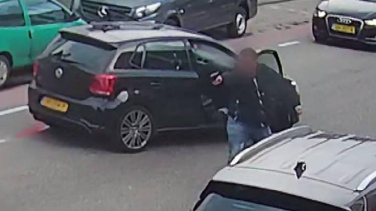 De politie zoekt nog één verdachte van de schietpartij in Oudenbosch (foto: politie).