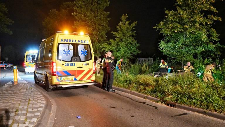 Voor de gewonde bestuurder werd een ambulance opgeroepen (foto: Toby de Kort/SQ Vision).